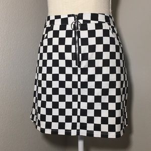 Mini skirt black and white checkered pattern